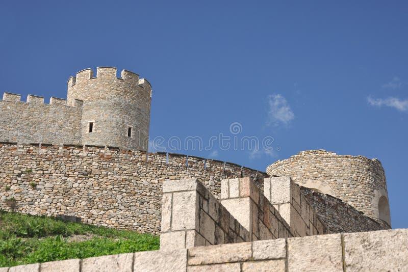 De vestingsBoerenkool van Skopje - de muren van het Zuiden stock afbeelding