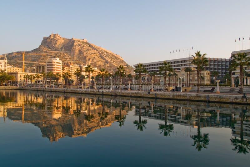 De vesting van de strandboulevard en van Barbara van de Kerstman in Alicante stock foto's