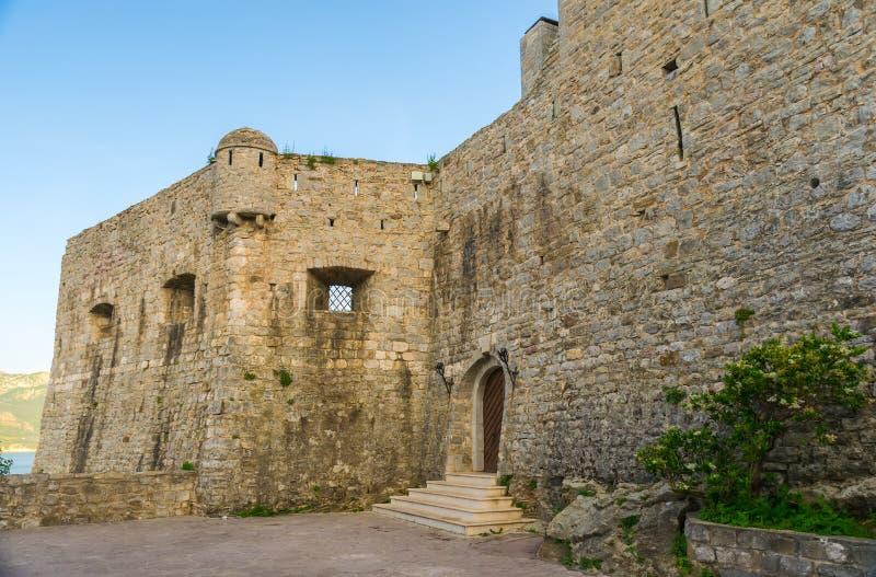 De vesting van de oude stad in Budva stock afbeelding