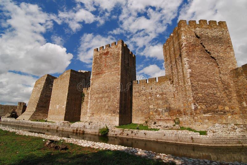 De vesting van Smederevo op de rivier van Donau in Servië stock afbeelding