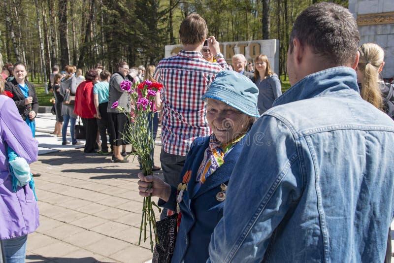 De veteranen bij het gedenkteken van Glorie kunnen 9 stock afbeeldingen