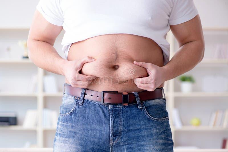De vette zwaarlijvige man in het op dieet zijn concept royalty-vrije stock foto