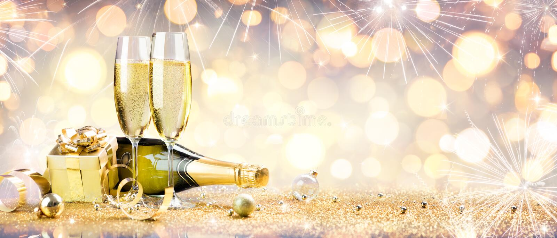 De viering van het nieuwjaar met champagne royalty-vrije stock afbeeldingen