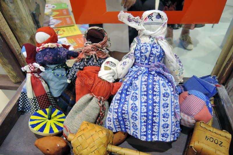 De viering van Shrovetide in Moskou Grappige die herinneringen voor verkoop worden aangeboden royalty-vrije stock foto