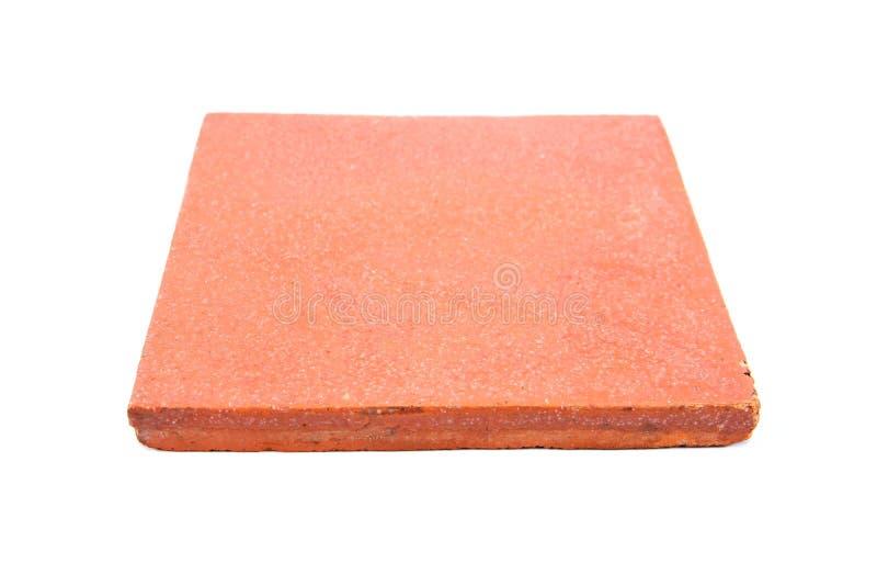 De vierkante die tegel van de kleivloer op witte achtergrond wordt geïsoleerd Geïsoleerde aardewerktegel Geïsoleerde kleitegel royalty-vrije stock fotografie
