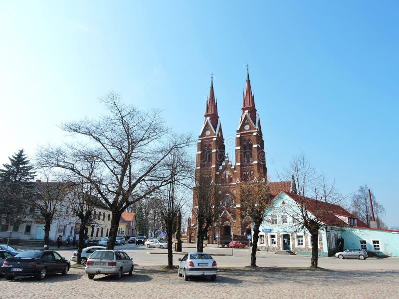 De vierkante en mooie kerk van de Sveksnastad, Litouwen stock foto