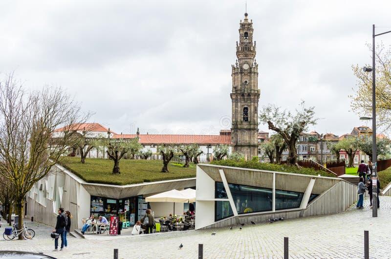De Vierkante markt van Lissabon en Clerigos-kerktoren in Porto, Portuga royalty-vrije stock foto's