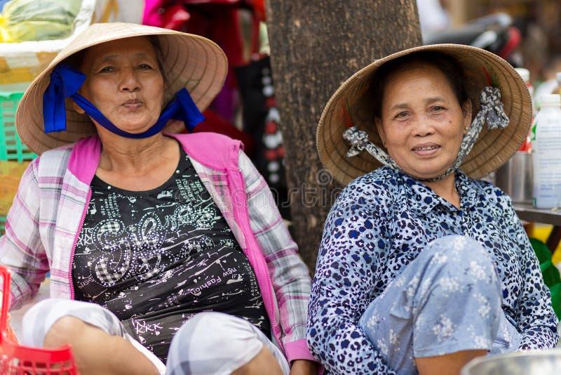 De Vietnamese verkopers groeperen zich stock foto