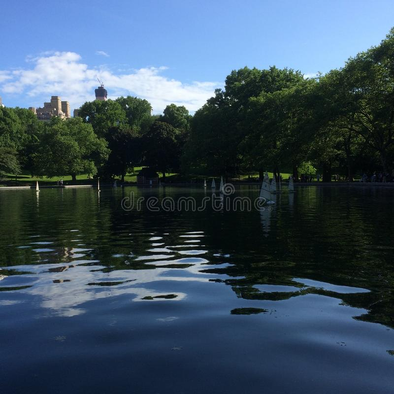 De Vijver van de Central Parkboot stock foto