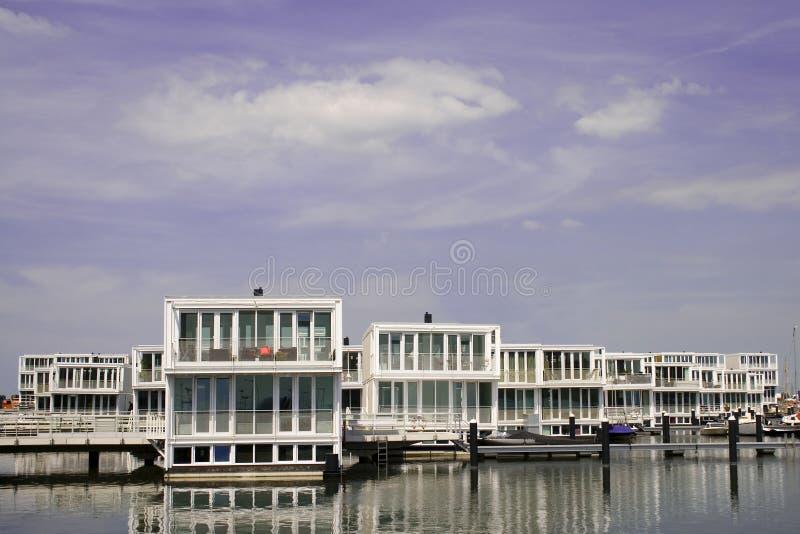 De villa's van het water stock afbeelding