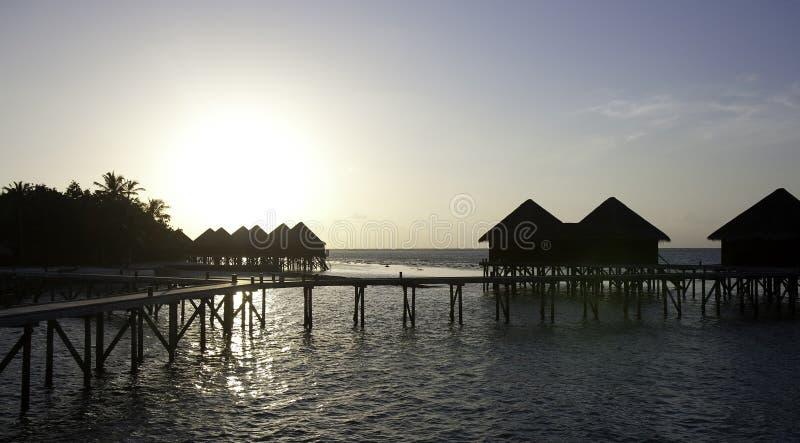 De Villa van het water in de zonsondergang, de Maldiven royalty-vrije stock foto
