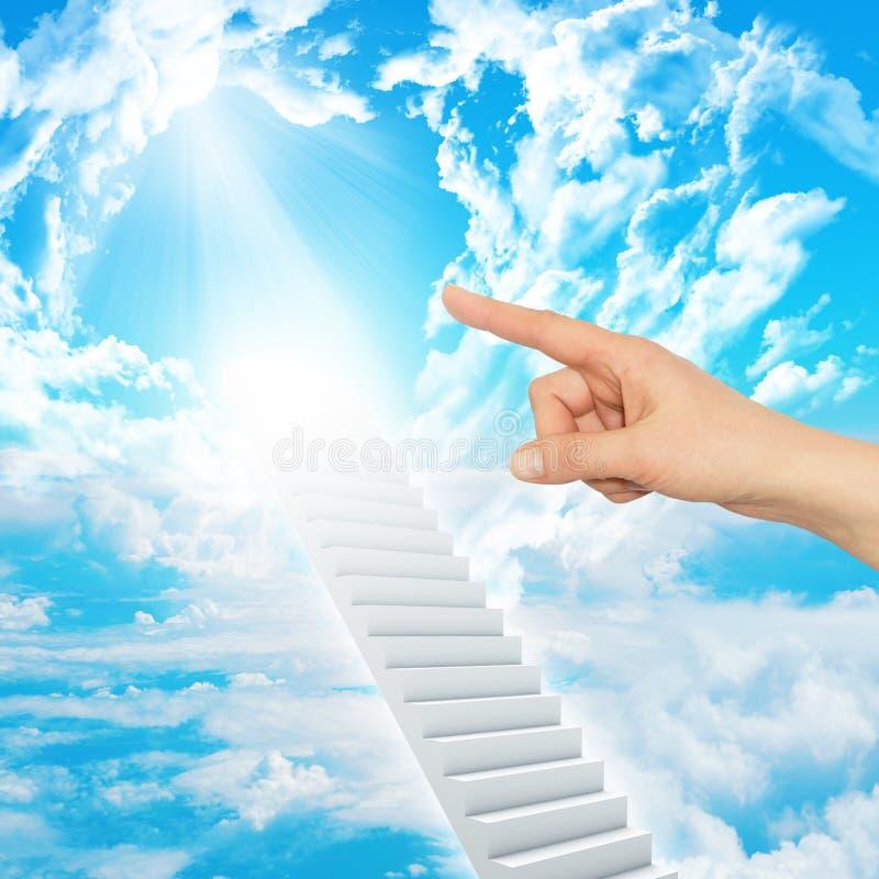 De vinger wijst op trap aan hemel stock afbeeldingen