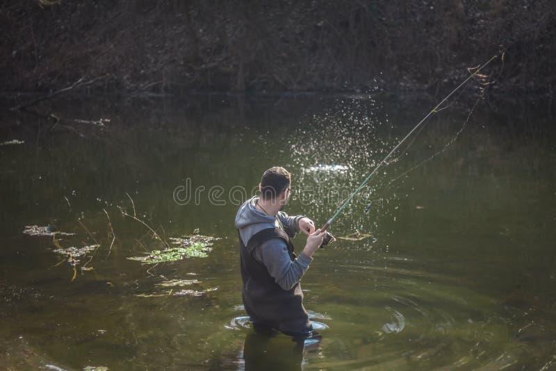 De visser ving de vissen royalty-vrije stock afbeelding