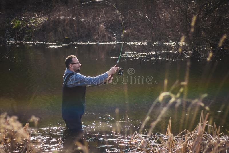 De visser werpt een haak royalty-vrije stock foto