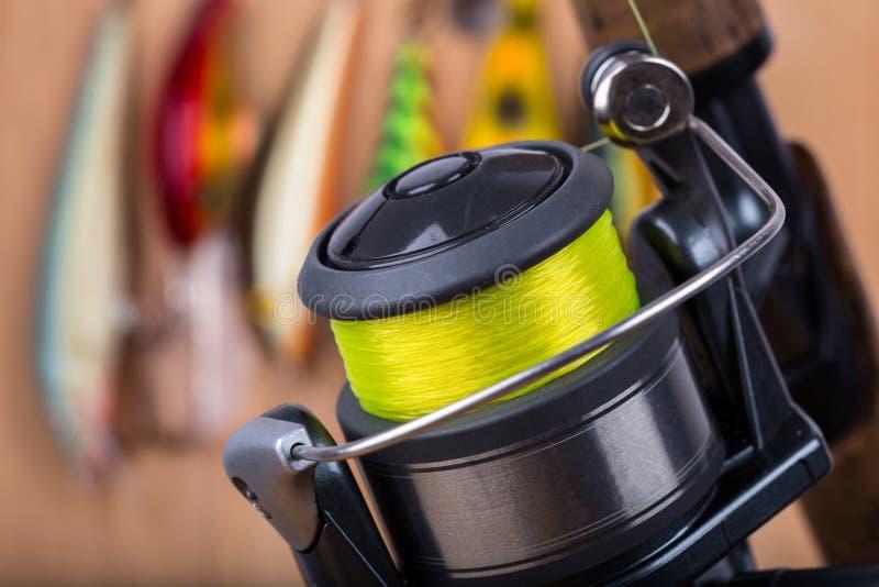 De visserij van aas wobbler en spoel met lijn stock foto