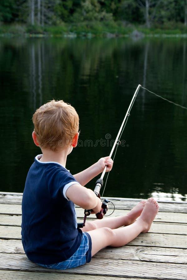 De visserij van de jongen royalty-vrije stock afbeeldingen
