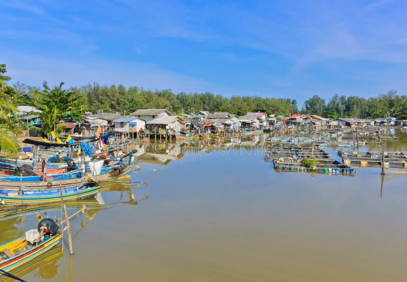 De visserij van dorp stock afbeeldingen