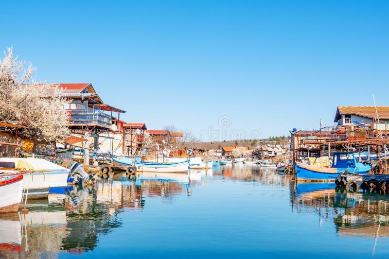 De visserij van dorp van Bulgarije Een kleine visserijstad op de kust van de Zwarte Zee royalty-vrije stock foto's