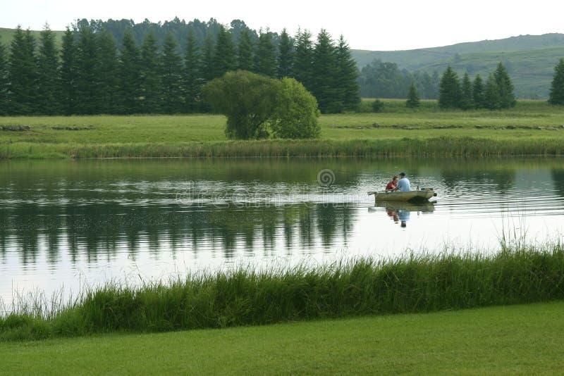 Download De visserij van het meer stock foto. Afbeelding bestaande uit bergen - 294084