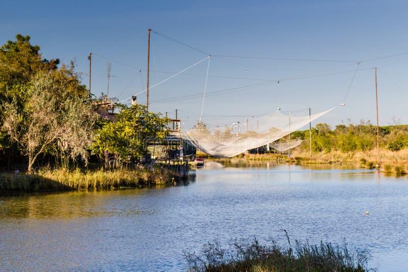 De visserij van hut op lagune stock fotografie