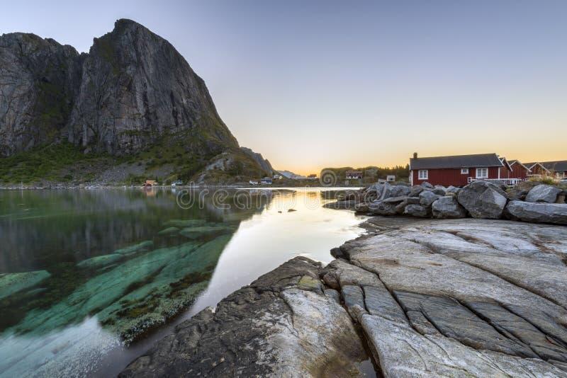 De visserij van hut (rorbu) in Hamnoy, Lofoten-eilanden royalty-vrije stock foto's