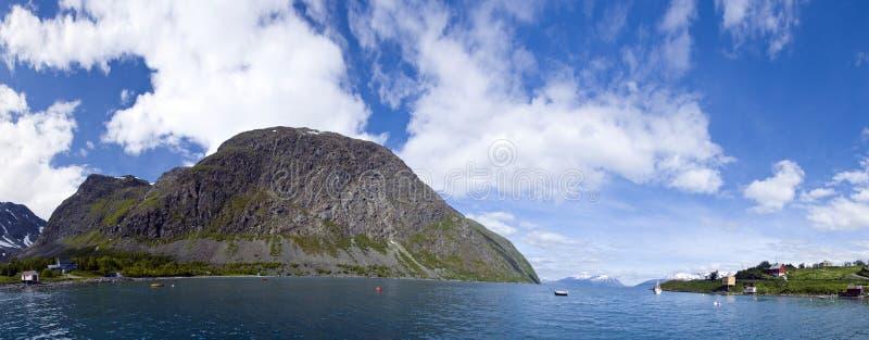 De visserijfjord van Noorwegen stock afbeelding