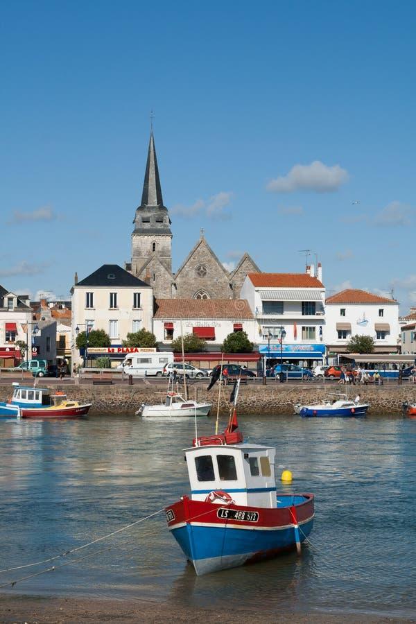 De vissersboot in de haven van heilige-Gilles-Croix-DE-wedijvert stock afbeelding