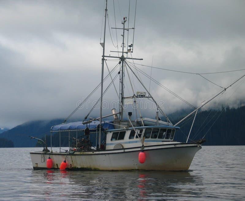 Download De Vissersboot van Alaska stock afbeelding. Afbeelding bestaande uit boog - 282379