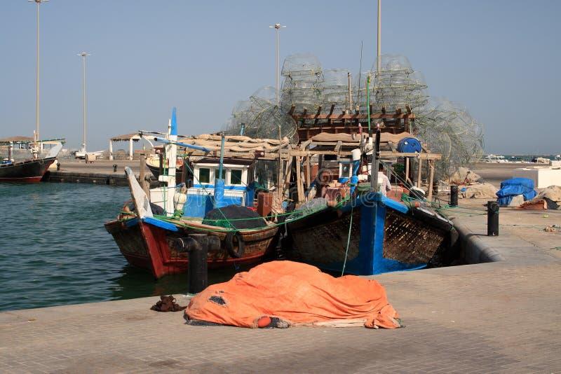 De vissersboot van Qatarian stock afbeeldingen