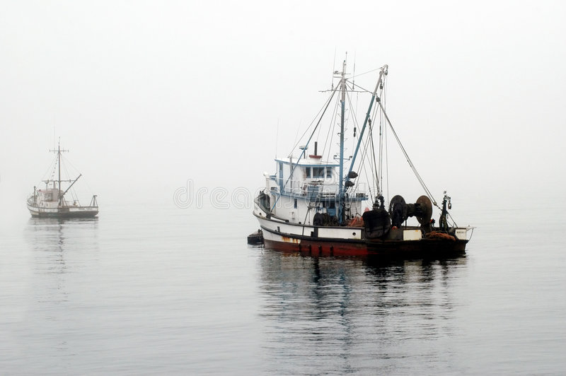 Download De Vissersboot wacht op stock foto. Afbeelding bestaande uit kruk - 301598