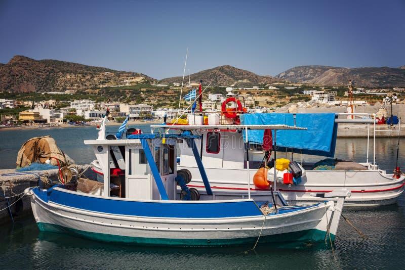 De vissersboten van Kreta stock afbeelding