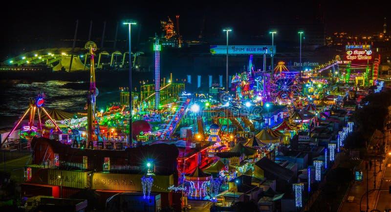 De vista completa de Luna Park de Genoa na noite, Itália fotos de stock royalty free