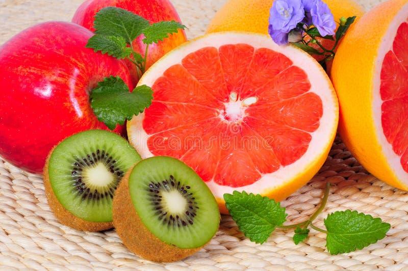 De vitaminen van de Grapefruit van het fruit royalty-vrije stock afbeeldingen