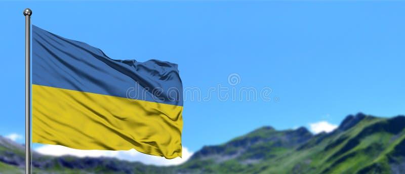 De vlag die van de Oekraïne in de blauwe hemel met groene gebieden bij berg piekachtergrond golven Het Thema van de aard stock fotografie