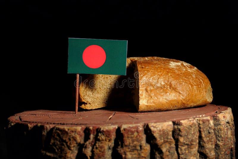 De vlag van Bangladesh op een stomp met brood royalty-vrije stock afbeeldingen
