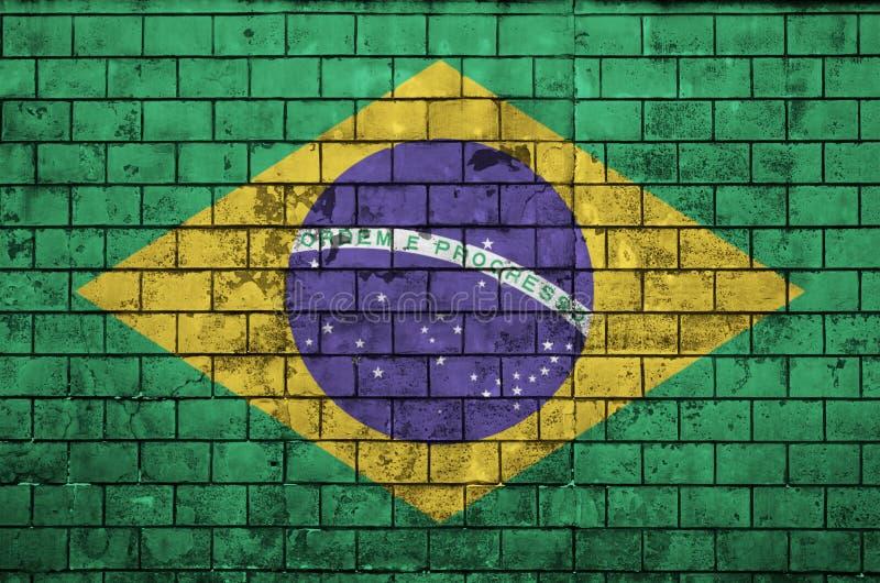 De vlag van Brazilië is geschilderd op een oude bakstenen muur royalty-vrije illustratie
