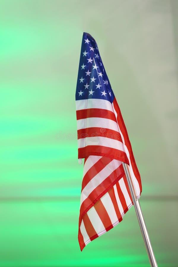 De vlag van de V.S. op een vlaggestok royalty-vrije stock afbeeldingen