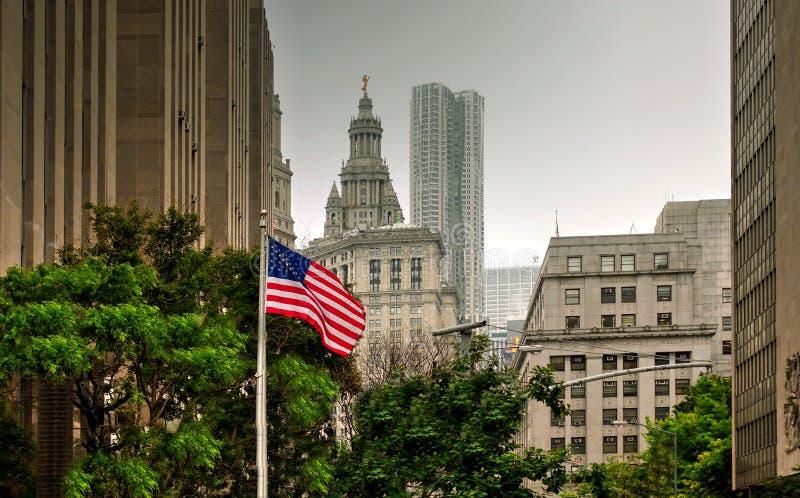 De vlag van de V.S. op Openbaar Centrum in New York royalty-vrije stock fotografie