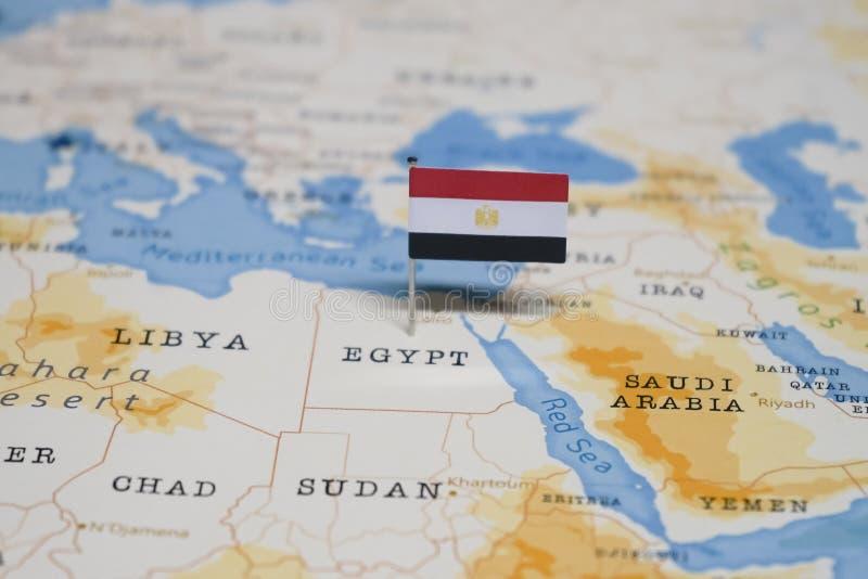 De Vlag van Egypte in de wereldkaart royalty-vrije stock afbeeldingen