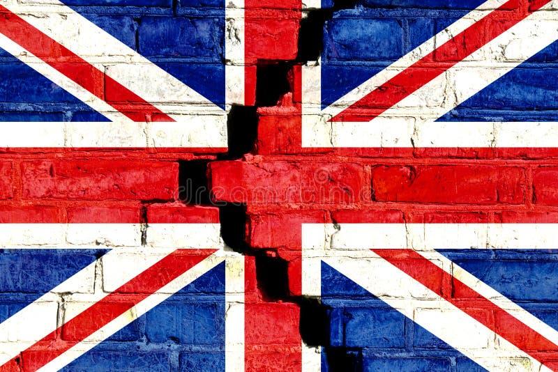 De vlag van het Verenigd Koninkrijk het UK op gebarsten verdeelde bakstenen muur wordt geschilderd die Conceptenbeeld voor Groot- royalty-vrije stock afbeelding