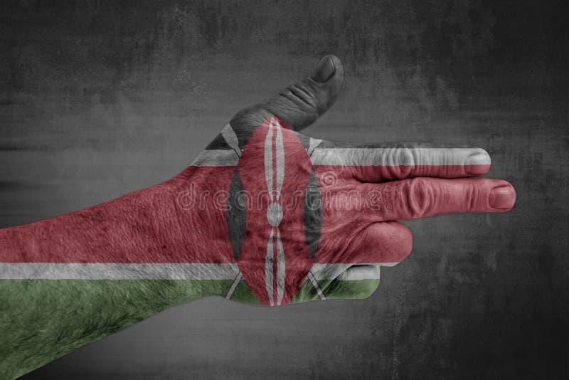 De vlag van Kenia op mannelijke hand zoals een kanon wordt geschilderd dat royalty-vrije stock foto
