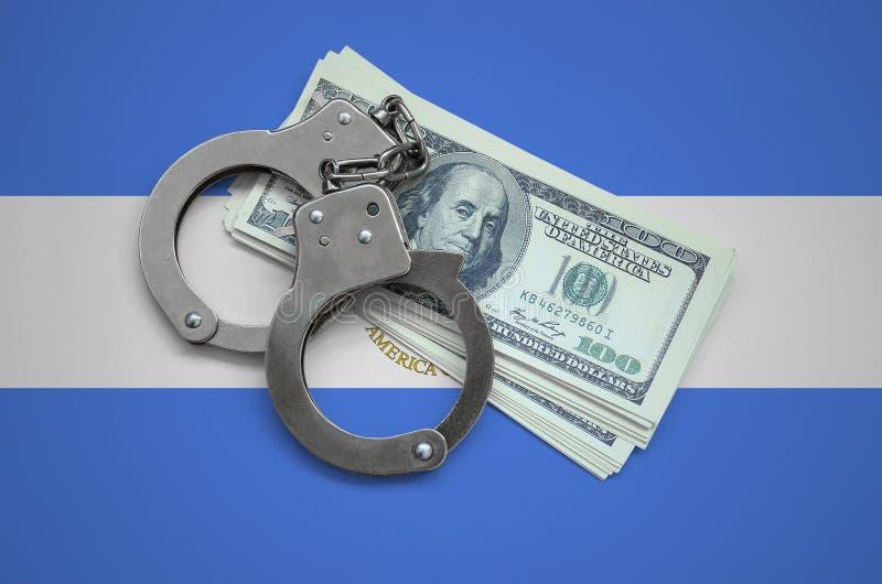 De vlag van Nicaragua met handcuffs en een bundel van dollars Muntcorruptie in het land financiële criminaliteiten royalty-vrije stock afbeelding