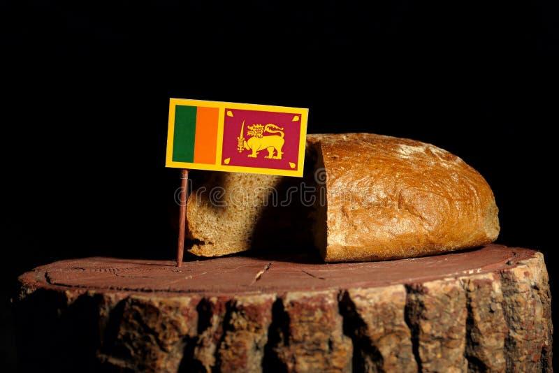 De vlag van Srilankan op een stomp met brood stock foto's