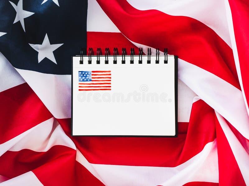 De vlag van de V.S. en blanco pagina royalty-vrije stock afbeelding
