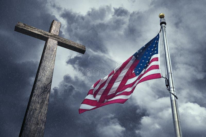 De vlag van de V.S. met een houten kruis royalty-vrije stock afbeelding