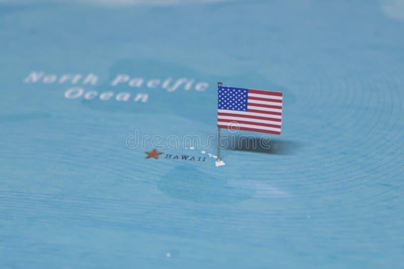 De Vlag van de Verenigde Staten op Hawaï in de wereldkaart stock afbeeldingen