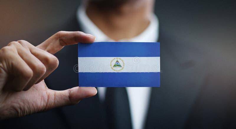 De Vlag van zakenmanholding card nicaragua stock fotografie