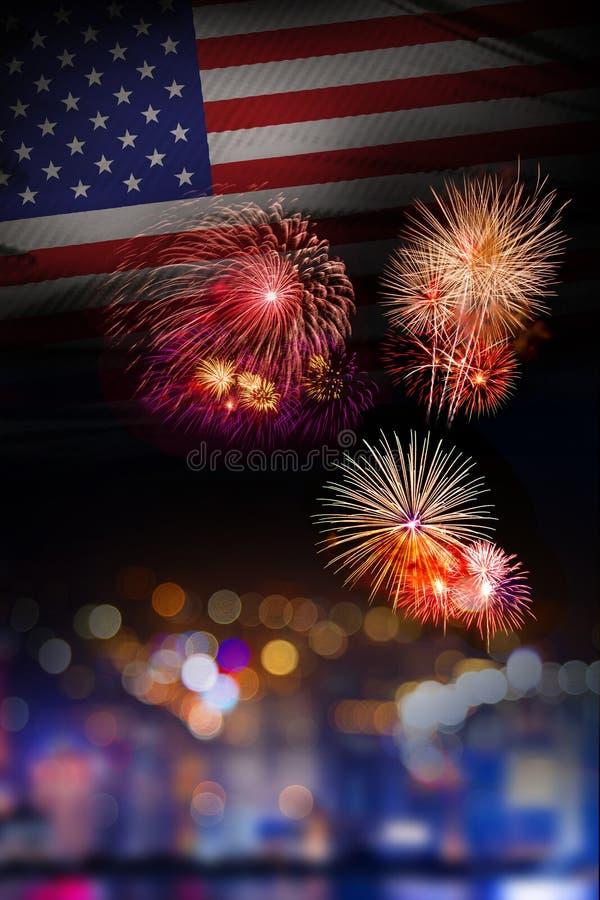 De vlagachtergrond van de V.S. met vuurwerk vierde van Juli Independense Dag o stock afbeeldingen