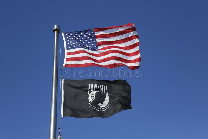 De vlaggen van Amerikaan en POW/MIA- stock afbeeldingen
