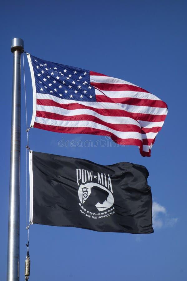 De vlaggen van Amerikaan en van POW/MIA in Brooklyn stock fotografie